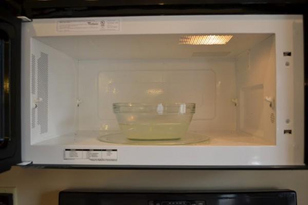cara-membersihkan-microwave